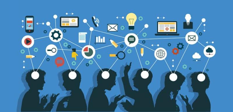 Mạng xã hội có thể truy cập dễ dàng từ nhiều phương tiện, thiết bị như máy tính, điện thoại,...